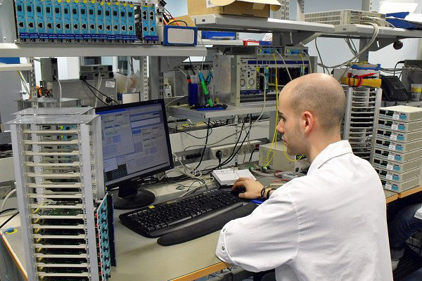 Laboratory for testing and set-up of broadband equipment