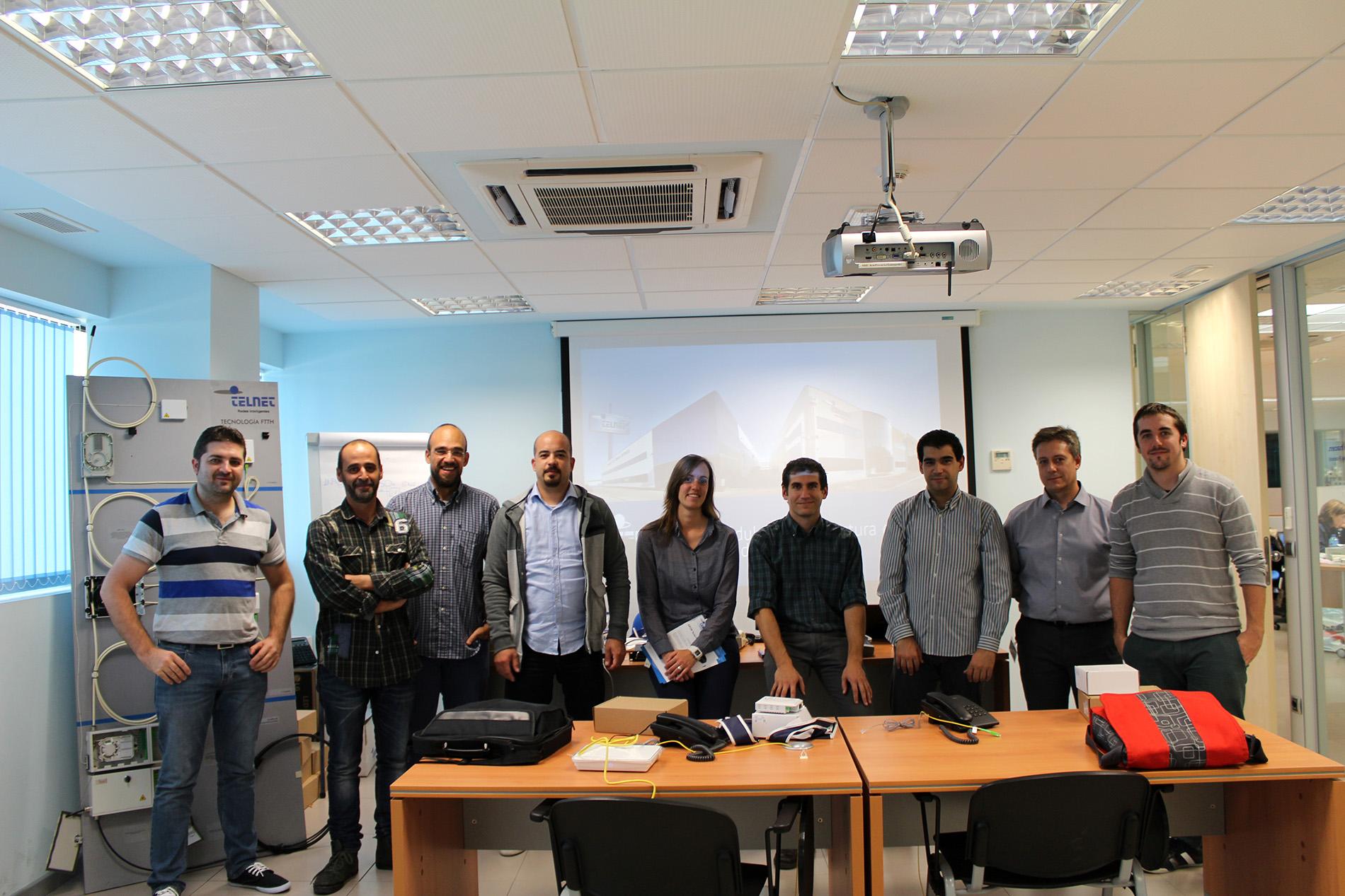 Alumnos y profesores durante la finalización del curso GPON TELNET Expert